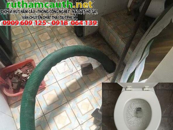 tho-thong-tac-bon-cau-toilet-hong-phuoc-gia-re